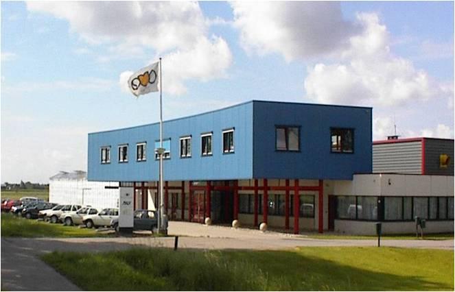 Afb. 2 Na een periode van groei was het kantoor te klein. In 1998 werd er besloten voor een bovenverdieping van het kantoor.